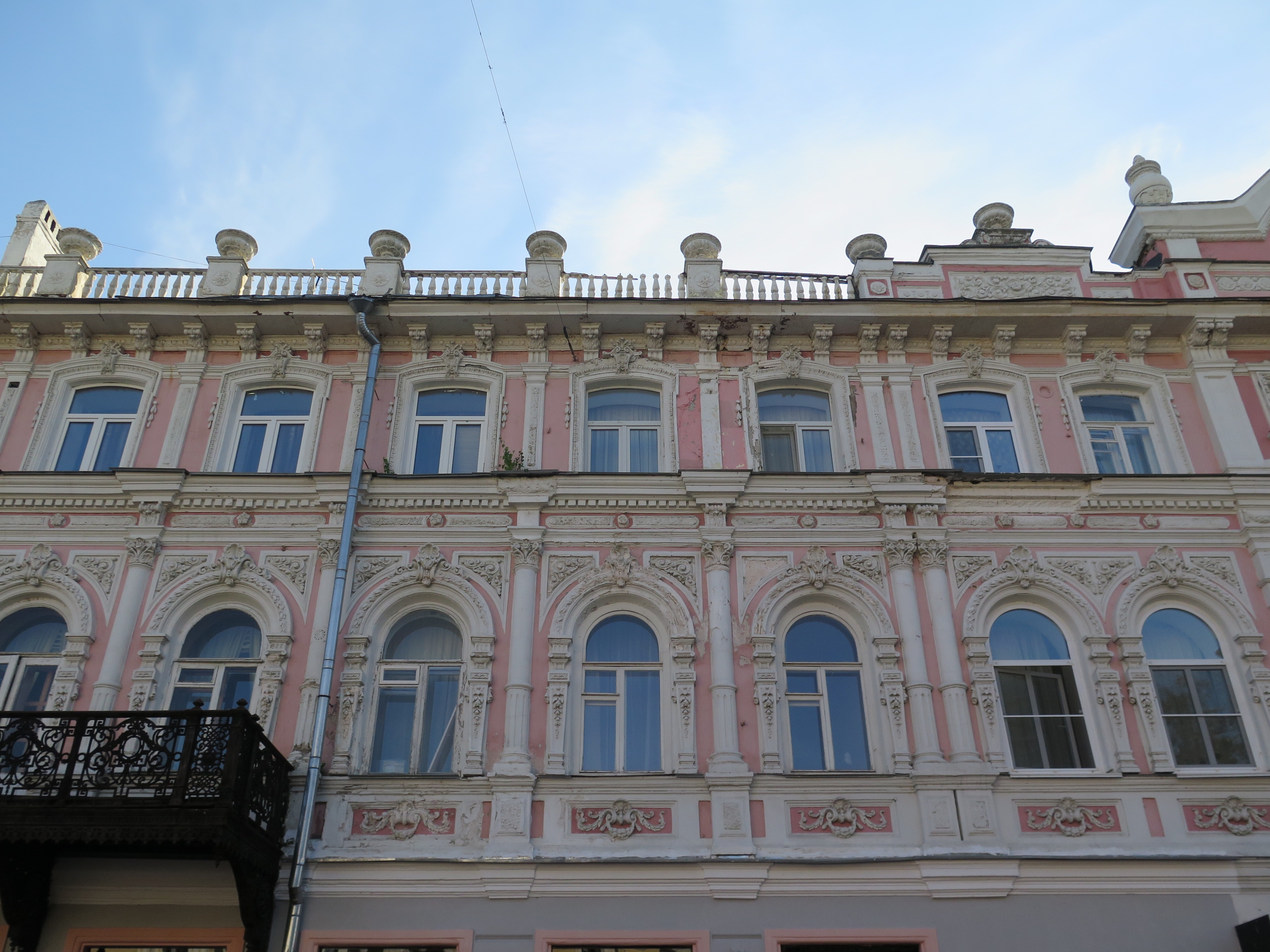 This building is one of many examples of elegant buildings in disrepair. We had just left Kazan, which had many such buildings that were all perfectly maintained. Seeing the oposite here was striking.