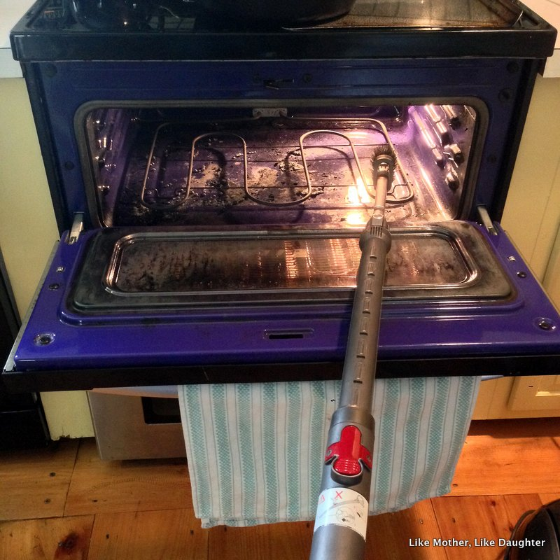 That time I had to vacuum out my oven: {pretty, happy, funny, real} ~ Like Mother, Like Daughter