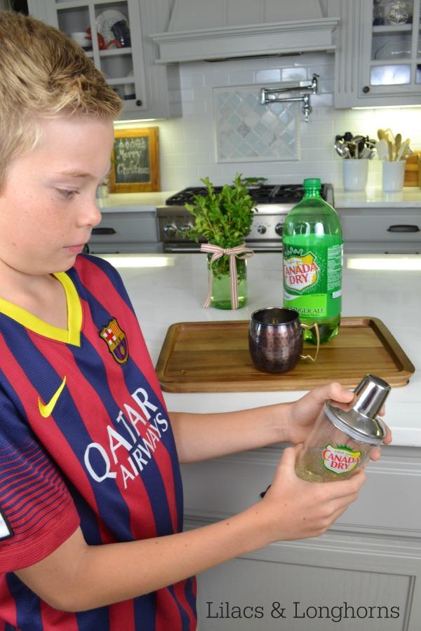 kids mixing drinks