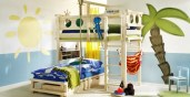 Etagenbetten sparen Platz, wachsen mit und machen Spass (Foto: Woodland.de)