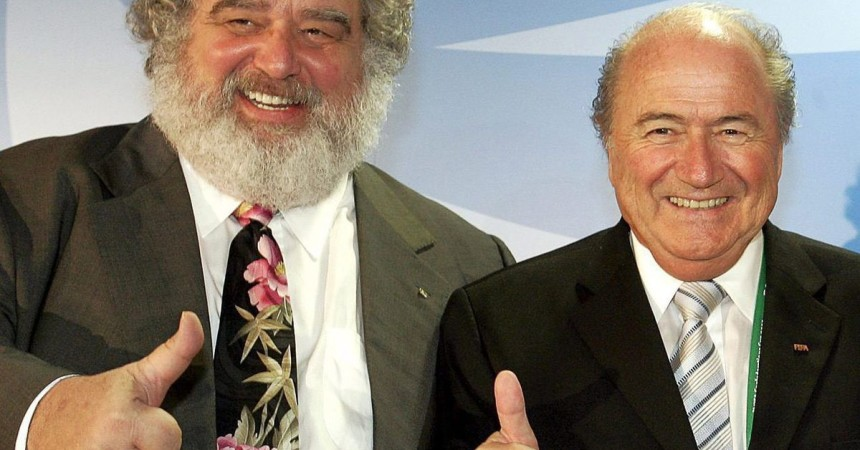 epa04772149 (FILE) A file picture dated 27 June 2005 of FIFA President Joseph Blatter (R) and FIFA Confederations Cup 2005 organisation committee chairman Charles 'Chuck' Blazer (L) in Frankfurt Main, Germany. Nine current and former football officials have been indicted on corruption charges on 27 May 2015 by the US Justice department, just as world governing body FIFA was convening for its congress and presidential election. Four individuals and two corporate defendants have already entered guilty pleas in the case. These including Charles 'Chuck' Blazer, the long-serving former general secretary of CONCACAF and former US representative on the FIFA executive committee and Daryll Warner, son of defendant Jack Warner and a former FIFA development officer.  EPA/FRANK MAY  Dostawca: PAP/EPA.