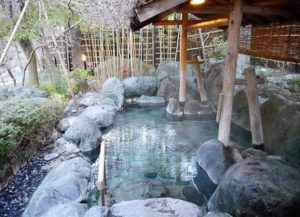 oldest-hot-springs-hotel-nishiyama-onsen-keiunkan-japan-5b2caf2d23dd6__700-1-e1530200152841