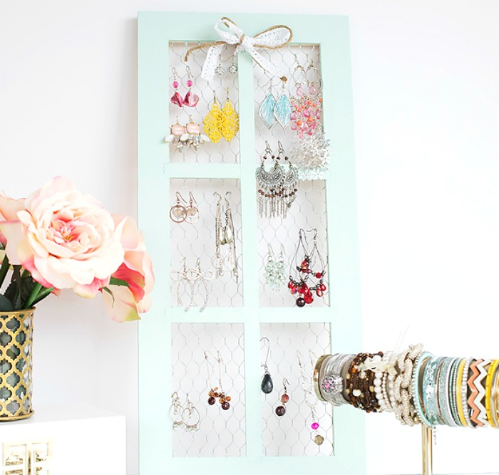 diy-earring-organizer-chicken-wire