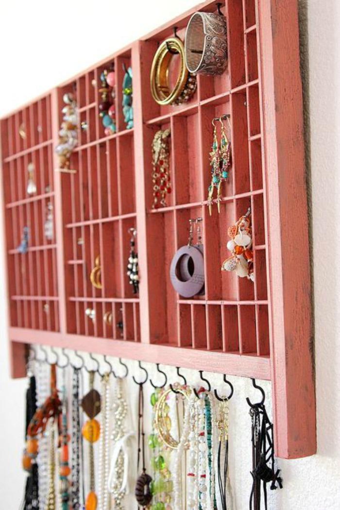 rustic-jewelry-organizer-diy
