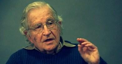 Noam Chomsky: Il vecchio robot