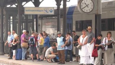 passeggeri a piedi