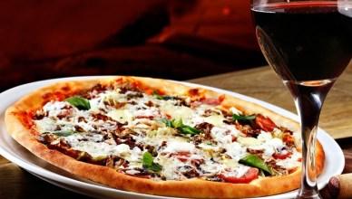 pizza e vino rosso