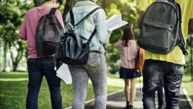 studenti-di-spalle