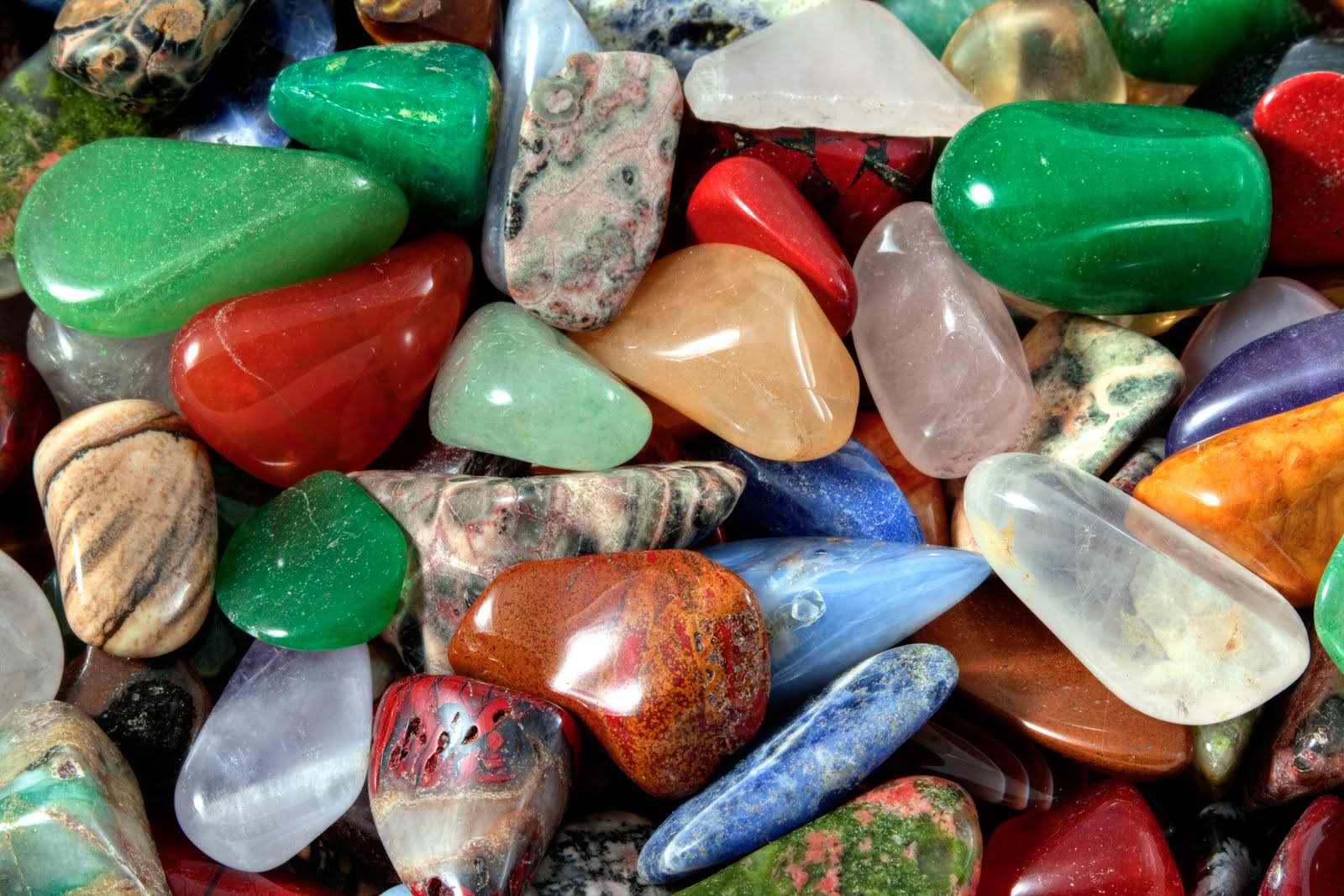 écouvrez comment entretenir, nettoyer et purifier vos pierres et cristaux