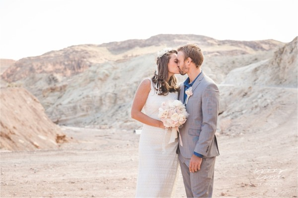 Simple Desert Elopement | Little Vegas Wedding