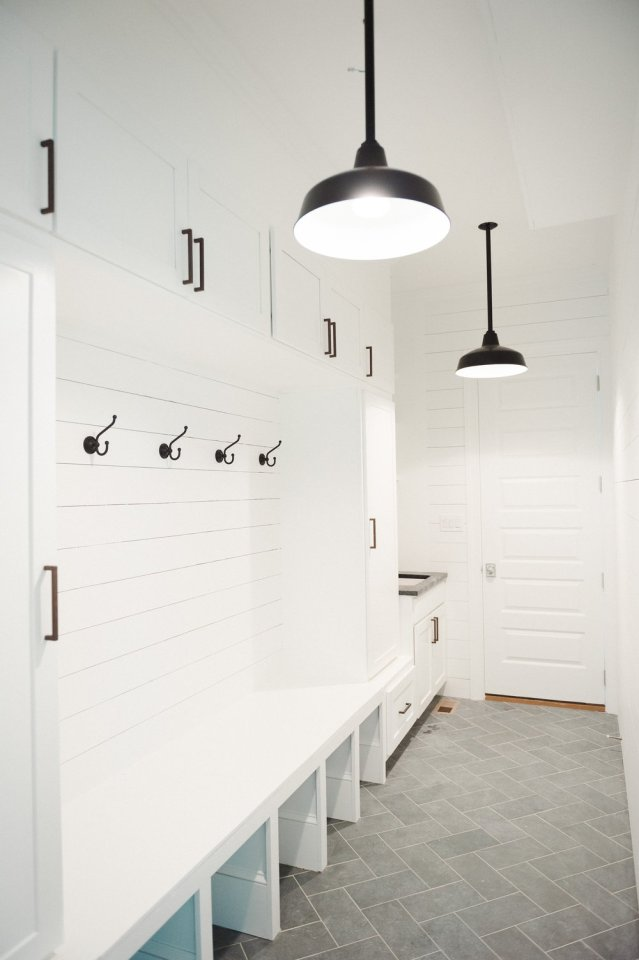 10 mud rooms to moon over live simply by annie for Modern farmhouse mudroom