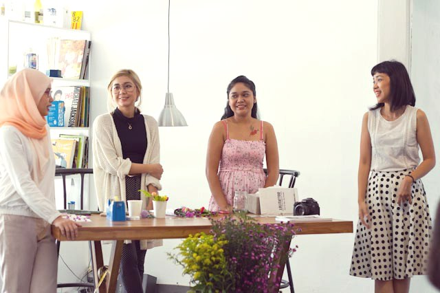 event-LivingLoving-Class-Play-with-flowers-august-2014-13