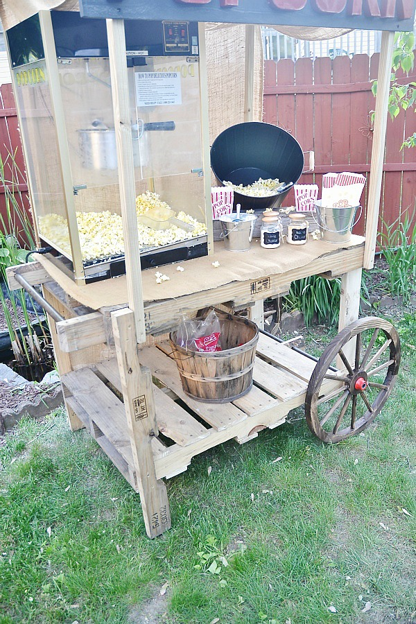DIY pallet popcorn stand - Easy to build & would work for any kind of stand you need! lizmarieblog.com