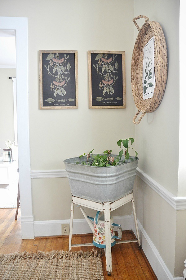 DIY basket wall art - simple art that adds so much interest & beauty to any space!