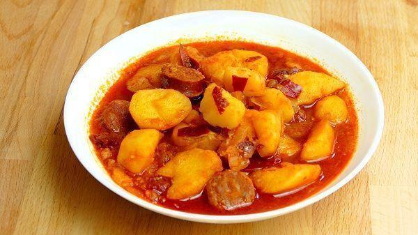 Patatas-con-chorizo