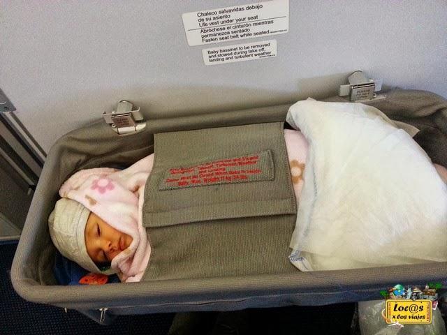 Iris en la cuna del avión a Nueva York