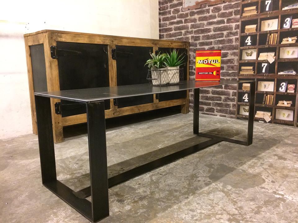 Table basse acier brut industriel