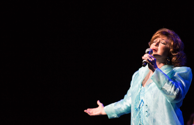 """Angelica Maria touched the hearts of all those in attendance at """"Noche De Recuerdo."""" (@gilsweber)"""