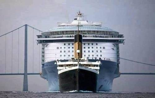 Titanic to scale in front of a modern passenger ship [via @JamesASexton on Twitter]
