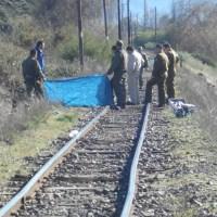 Encuentran hombre sin vida al costado de línea férrea