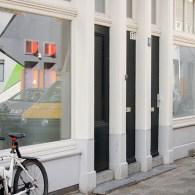 De galerie van Cinnnamon is opgedeeld in twee ruimtes en dat biedt de mogelijkheid om twee intieme solopresentaties te tonen die, zonder elkaar in de weg te zitten, toch een […]
