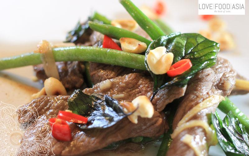 Thailändisches Rindersteak mit frittiertem Basilikum