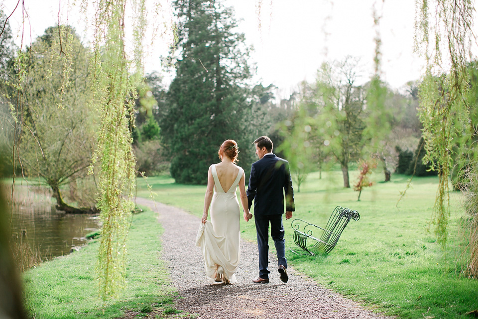 A Sarah Janks Backless Gown For an Effortlessly Glamorous Castle Wedding (Films Weddings )