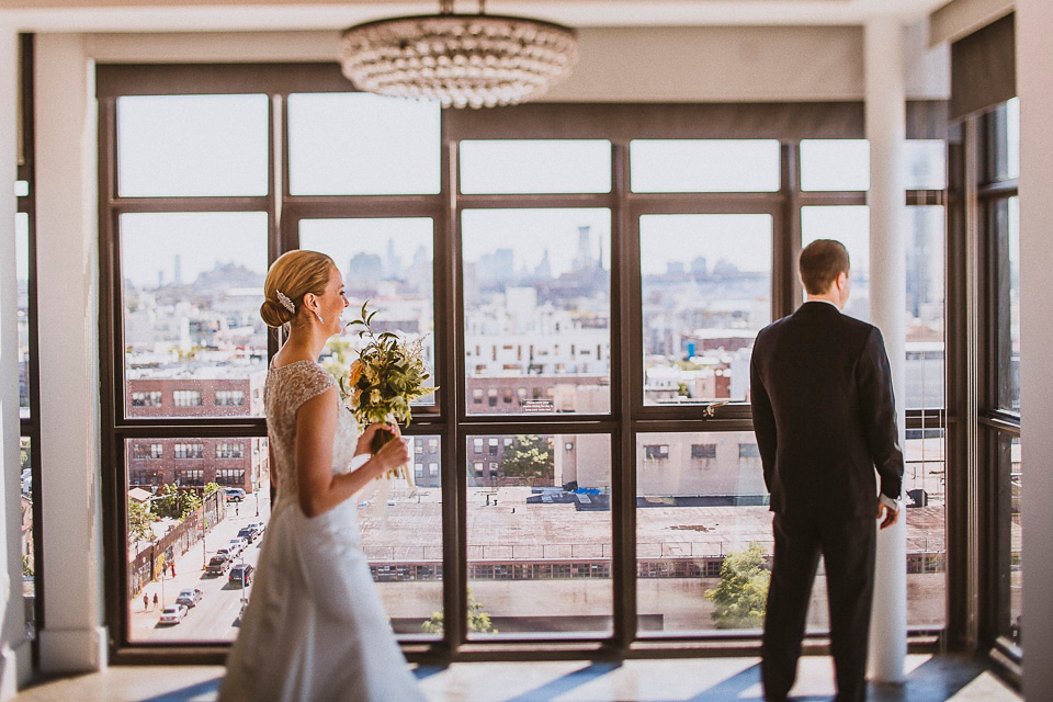 A First Look for a Glamorous Rooftop Wedding in New York (Weddings )