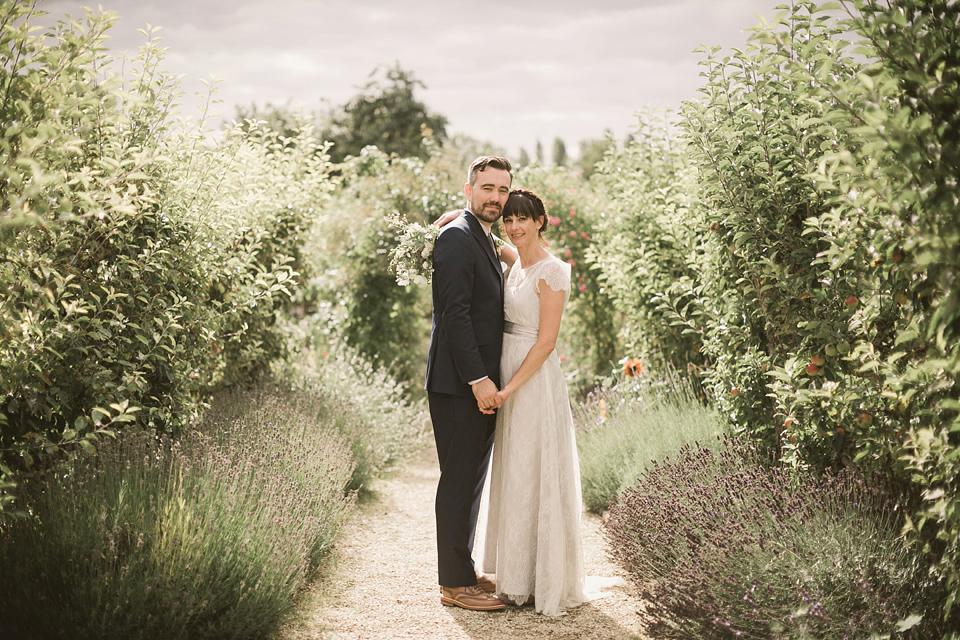 An Elegant English Countryside Barn Wedding