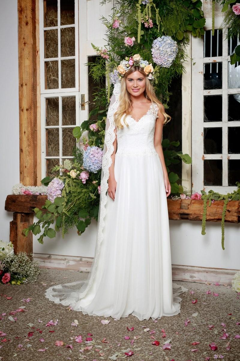 She Walks With Beauty – The Beautiful New Collection From British Bridal Designer Amanda Wyatt