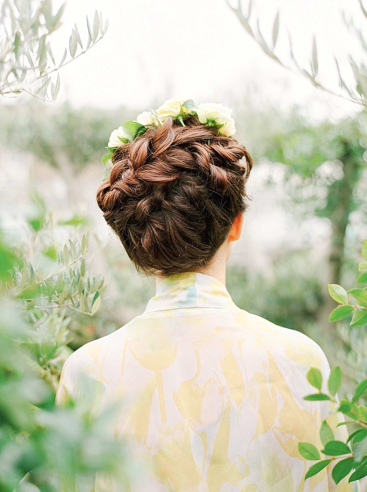 Leafy Green and Gold, Soft and Feminine, Elegant and Luxe Inspiration for Brides (Bridal Fashion Fashion & Beauty Get Inspired Styled Shoots )