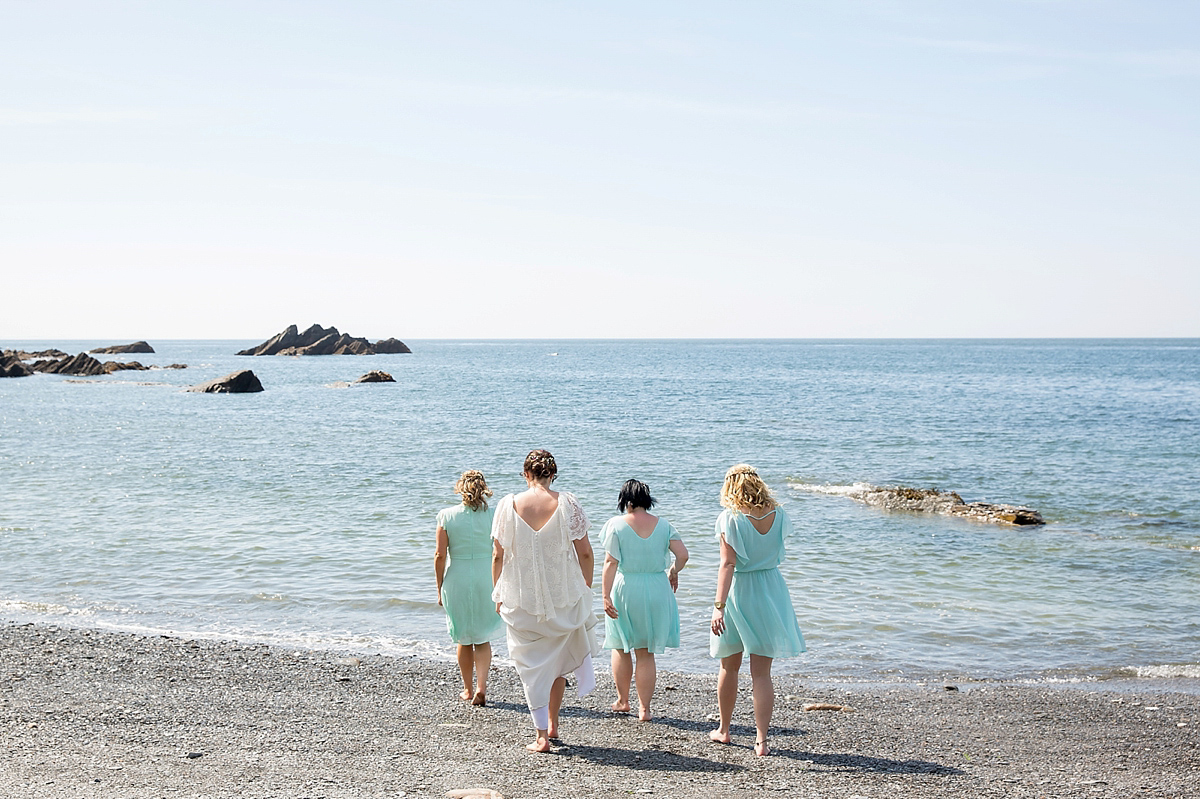 Lovely Loose Lace for a Laidback Devon Beach Wedding (Weddings )