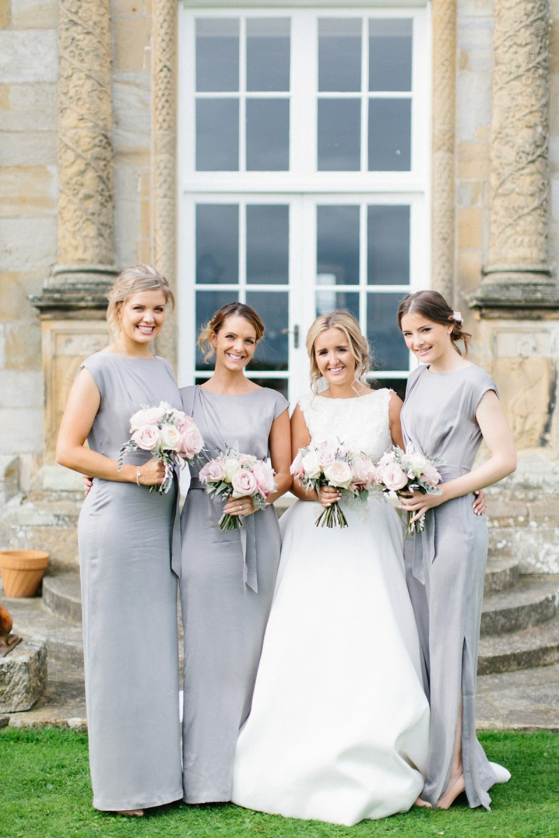 A Pronovias Bride and her Clean, Simple and Chic Country House Wedding