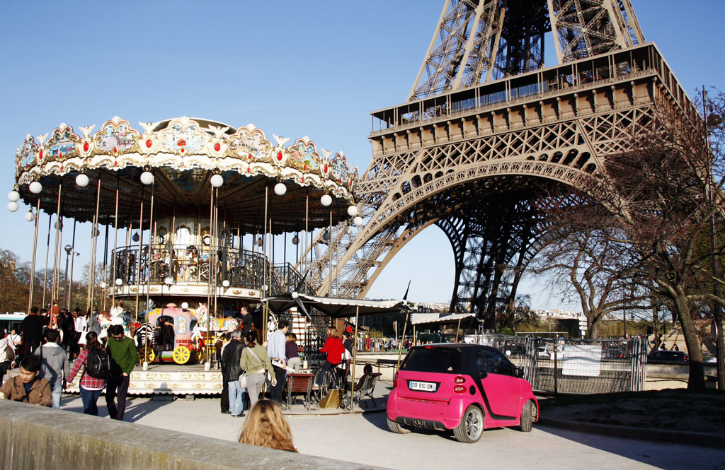 paris-eiffel-carousel