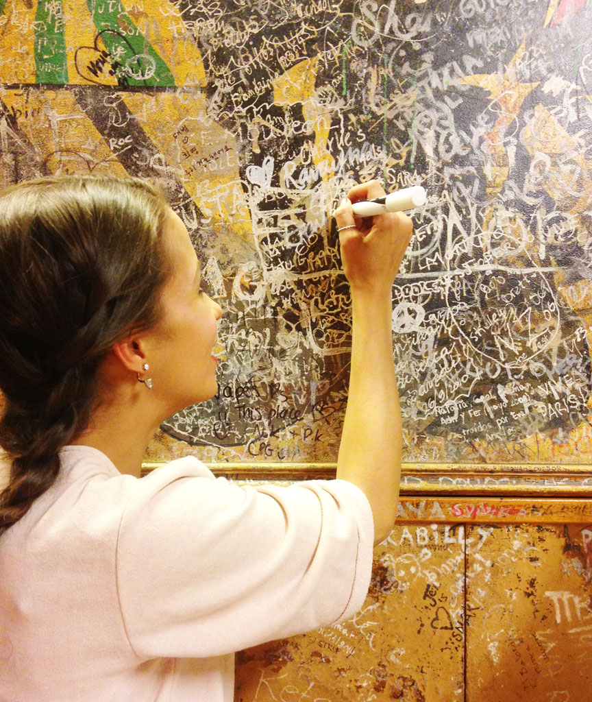 paris-mm-fondue-wallsigning