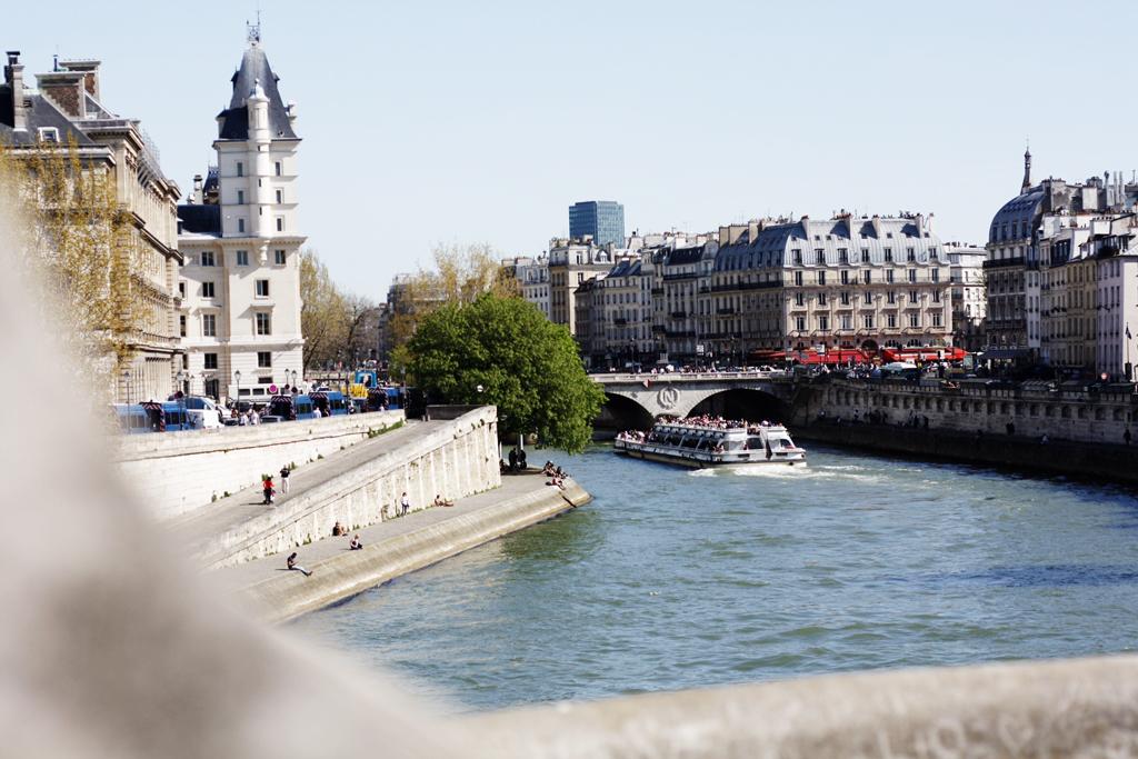 paris-velib-cityfromseinebridge