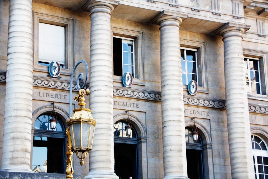 paris-velib-lawbuildingclose