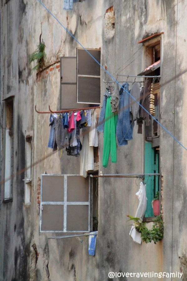 Drying laudry, Havana