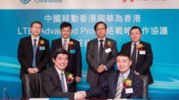 """Mr. Sean Lee, Director & CEO of China Mobile Hong Kong and Mr. Tony Cao, General Manager of Huawei Hong Kong Representative Office, represent the two companies to conduct the """"China Mobile Hong Kong and Huawei Hong Kong Strategic Partnership for LTE-Advanced Pro Network"""""""