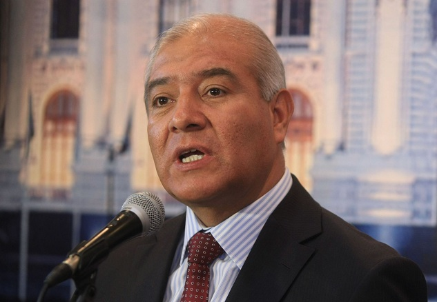 Ex ministro pedraza responde a luz salgado en twitter for Ex ministro del interior
