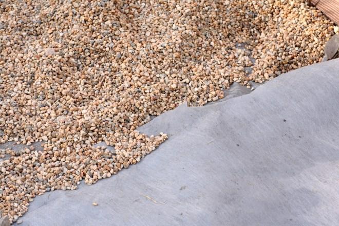 weed barrier fabric under gravel luciole design landscape architects. Black Bedroom Furniture Sets. Home Design Ideas