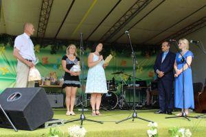 Atvykę svečiai taria sveikinimo žodžius Lukonių kaimo bendruomenei