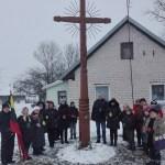 """Pagerbti sausio 13-osios aukas lukoniečiai rinkosi į pilietinę akciją """"Atmintis gyva"""""""