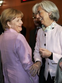 Angela Merkel Christine Lagarde in giacca rosa