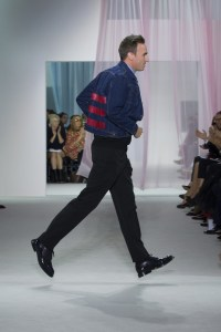 finale Dior: il designer Raf Simons in Helmut Lang