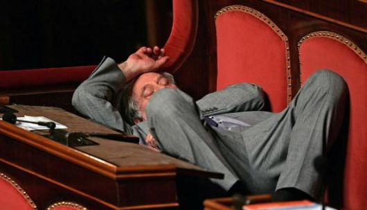 previti dorme in parlamento