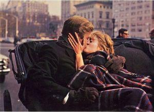 Se non mi dai subito un bacio vero, ti puoi anche riprendere il tuo pigiama!