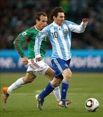 """""""L'unica maniera per non fare segnare Messi è farlo allenare da Maradona"""" (anonimo, Sudafrica 2010)"""
