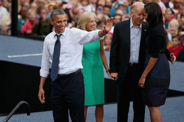 Barack Obama, Michelle Obama, il vice-presidente Joe Biden e la di lui moglie