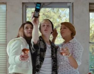 Selfie di famiglia disagiata e allargata in società distopica (che poi sarebbe la nostra)